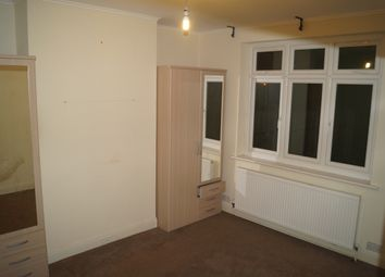 3 bed maisonette to rent in Foxlands Road, Dagenham RM10