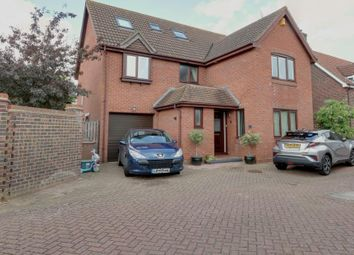 Thumbnail 6 bed detached house for sale in Gladden Fields, South Woodham Ferrers, Chelmsford