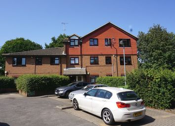 Cox Lane, Chessington KT9. 2 bed flat