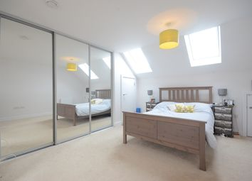 Thumbnail 3 bed town house to rent in Midgham Way, Reading