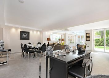 Thumbnail 4 bed flat to rent in Court Close, St. Johns Wood Park, London