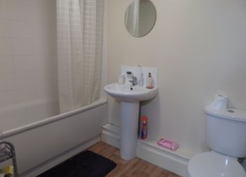 Thumbnail 3 bed flat to rent in Clapham Road, London
