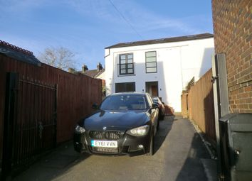 Thumbnail 2 bed flat to rent in Albion Road, St Albans