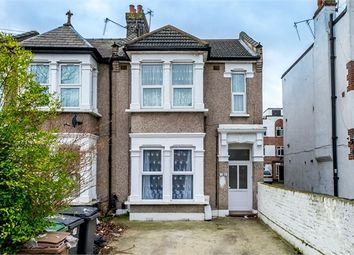 Thumbnail 3 bedroom flat to rent in Vicarage Road, London