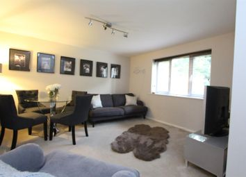 Thumbnail 2 bed flat to rent in Dunnymans Road, Banstead