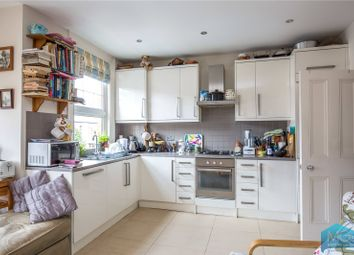 Sedgemere Avenue, East Finchley, London N2. 3 bed flat