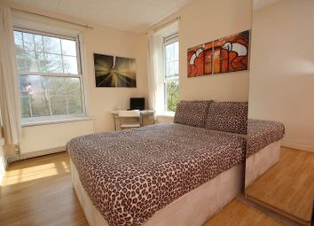 4 bed flat to rent in Heston House, Deptford, London SE8