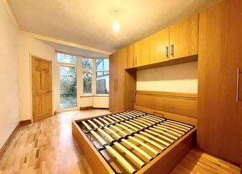 Thumbnail 1 bed flat to rent in Dingwall Gardens, Golders Green, London