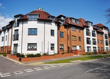 Thumbnail 2 bedroom flat for sale in Birds Hill, Letchworth Garden City