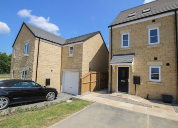 Thumbnail 3 bed town house to rent in Aspinall Drive, Colne