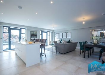 3 bed flat for sale in Dollis Park, Church End, London N3
