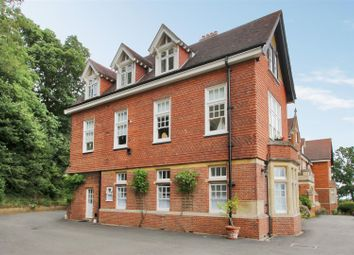 2 bed flat for sale in Caxton Lane, Oxted RH8
