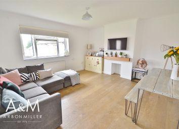Heathcote Avenue, Clayhall, Ilford IG5. 3 bed flat