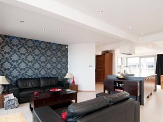 Thumbnail 2 bed flat for sale in 13 Breadalbane Street, Edinburgh