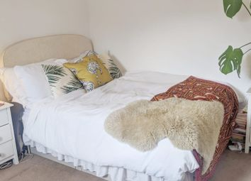 Room to rent in Spencer Mews, London SW8