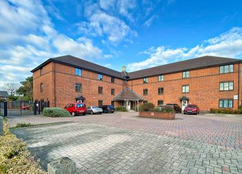 2 bed flat to rent in Whetstone Road, Farnborough, Hampshire GU14