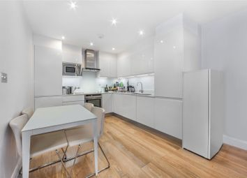 Thumbnail 2 bedroom flat to rent in The Avenue, London