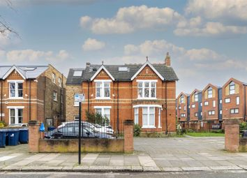 Shaa Road, Acton, London W3. 2 bed flat for sale