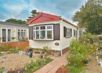 Thumbnail 2 bed mobile/park home for sale in Belgrave Drive, Kings Langley, Hertfordshire