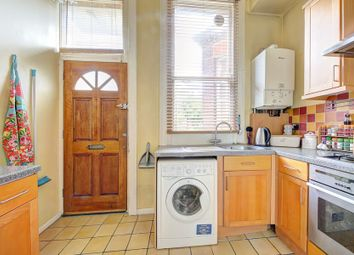 Thumbnail 2 bed flat to rent in Cavendish Road, Balham