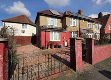 Thumbnail Studio to rent in Sycamore Avenue, London