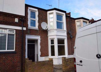 Thumbnail 2 bedroom flat to rent in Queens Road, Southend On Sea, Essex