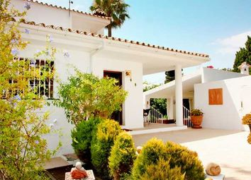 Thumbnail 5 bed villa for sale in El Pilar, Estepona, Costa Del Sol