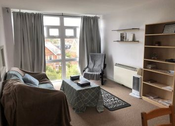 Thumbnail 2 bed flat to rent in Alexandra Road, Reading