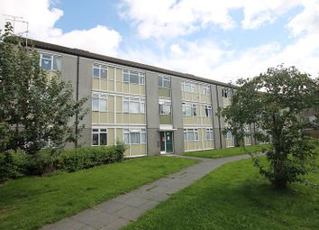Thumbnail 2 bed flat for sale in Hawkhurst Walk, Crawley, West Sussex.