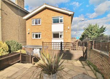 Thumbnail 3 bed town house for sale in Belvedere Close, Gravesend