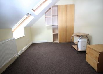 Thumbnail Studio to rent in Gledwood Drive, Hayes, Middlesex