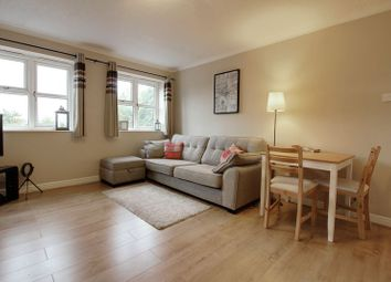 Thumbnail 2 bedroom flat for sale in Windmill Hill, Enfield