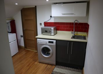 2 bed flat to rent in Harpur Street, Bedford MK40
