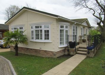 Thumbnail 2 bedroom mobile/park home for sale in Pilgrims Retreat (Ref 5577), Harrietsham, Maidstone, Kent