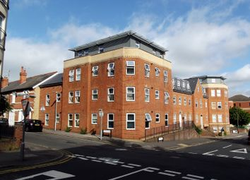 Thumbnail 1 bed flat to rent in East Street, Reading, Berkshire