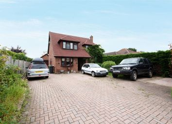 Fairlawn Road, Tadley, Hampshire RG26. 4 bed detached house