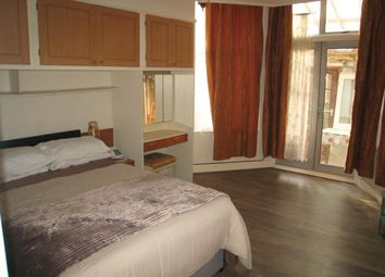 Thumbnail 1 bedroom flat to rent in Rosebery Gardens, London