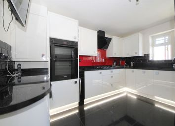 3 bed flat for sale in Hyde Park Avenue, London N21