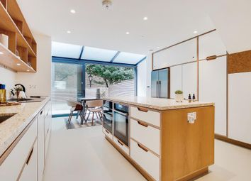 3 bed property for sale in Albert Mews, Lockside, London E14