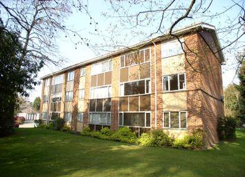 1 bed flat to rent in Brockley Combe, Weybridge, Surrey KT13