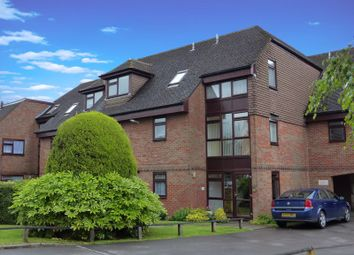 Thumbnail 2 bedroom flat to rent in Dean Street, Marlow