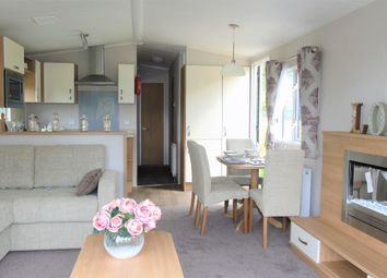 Thumbnail 2 bed mobile/park home for sale in Toft Hill Caravan Park, Hill Road, Great Broughton