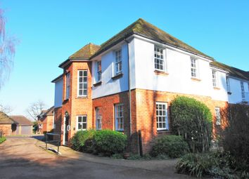 War Memorial Place, Henley-On-Thames RG9. 2 bed flat