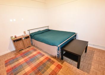Thumbnail Room to rent in Campbell House, White City