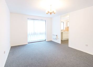 Thumbnail 2 bedroom flat for sale in Carnarvon Road, London