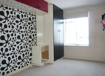 Thumbnail 2 bedroom flat to rent in Southern Avenue, Feltham