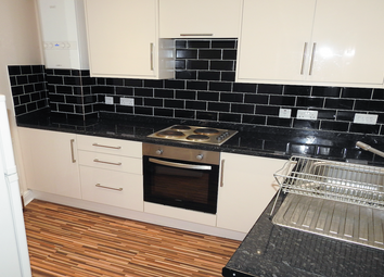 2 bed flat to rent in Manor Street, Hull HU1