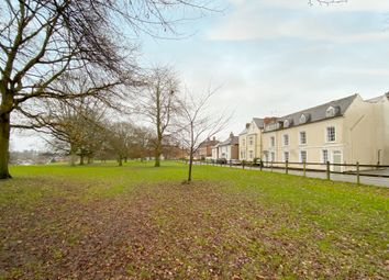 Abbey Hill, Abbey End, Kenilworth CV8. 2 bed flat for sale