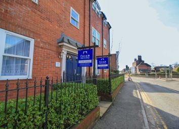 Salisbury Road, Blandford Forum DT11. 2 bed flat