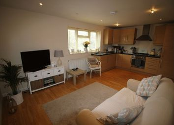 Thumbnail 2 bed flat to rent in Wattleton Road, Beaconsfield